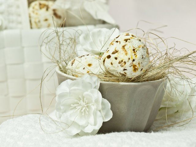 DIY oatmeal bath bombs in a basket