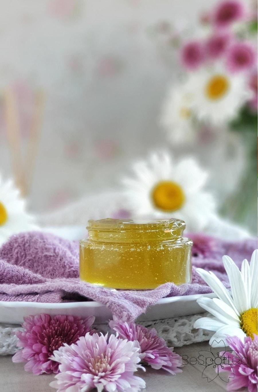 Homemade aloe and honey face mask