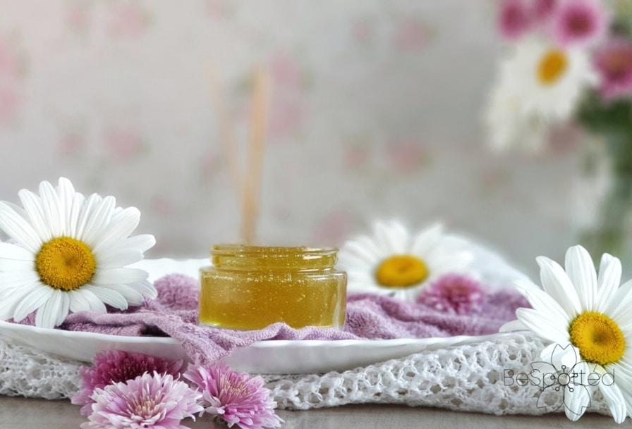 Nourishing DIY face mask with aloe vera gel and honey