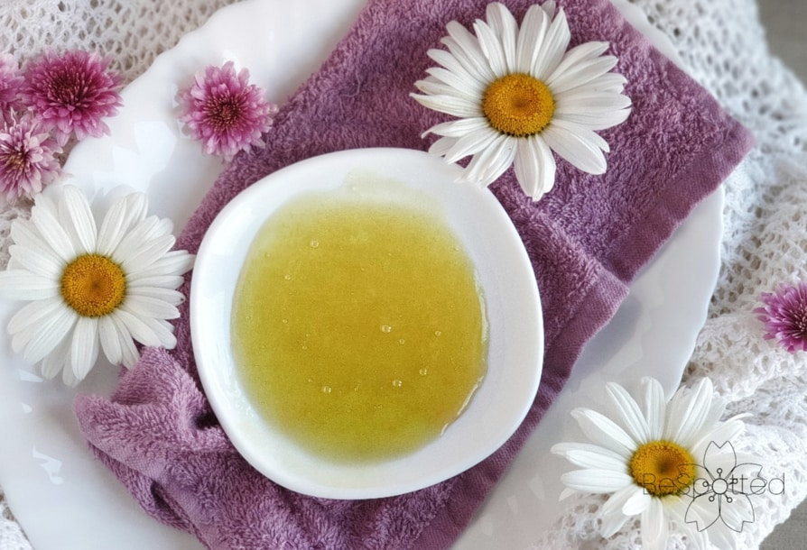 How to make a face mask with honey and aloe vera gel - Step 2 - Mix everything well together to get a smooth paste.