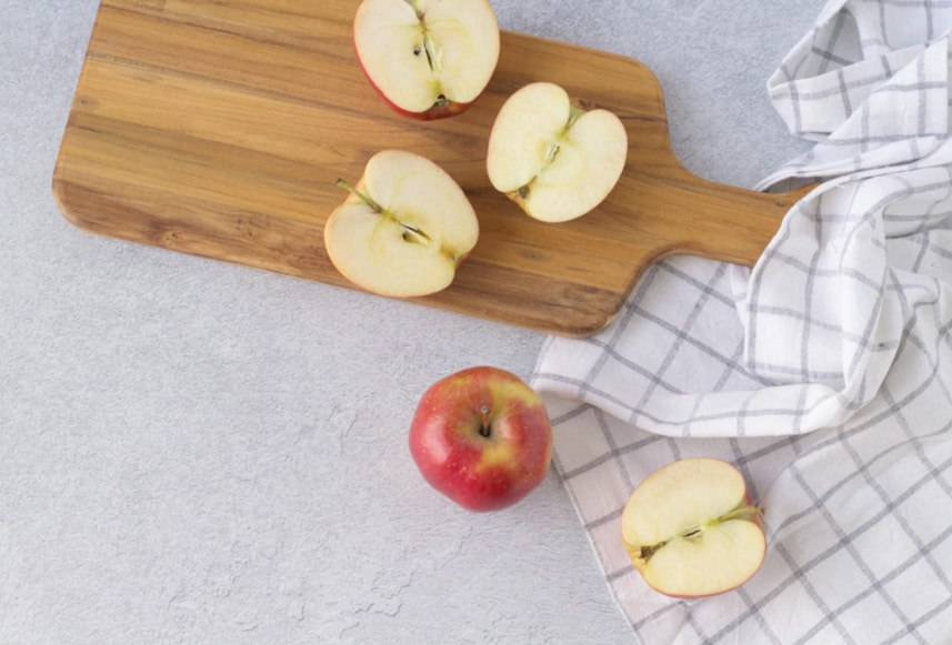 A bunch of apples on a cutting board