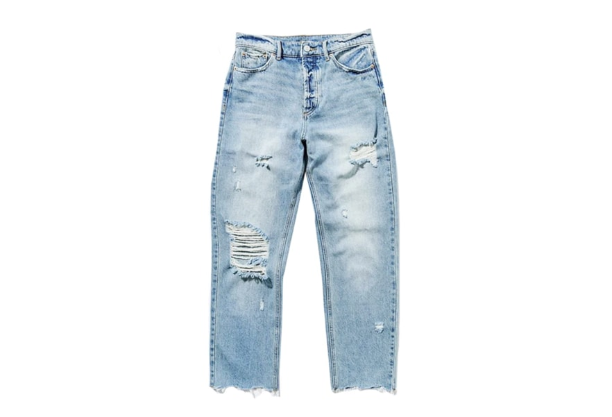 Ripped distressed jeans - perfect for any spring outfit