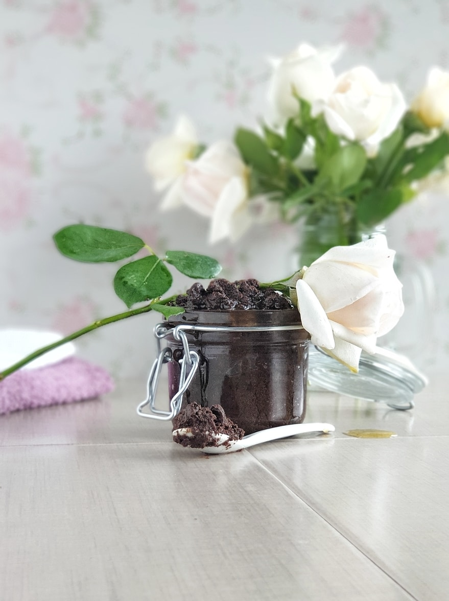 DIY body scrub with coffee grounds and coconut oil