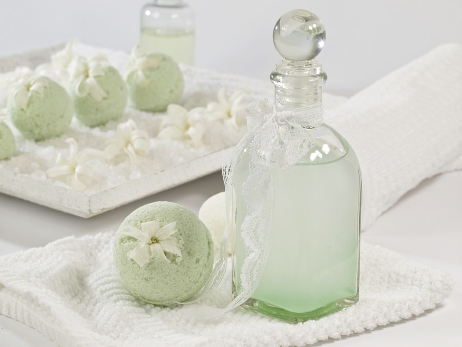 Essential oils to use for DIY spa gift basket